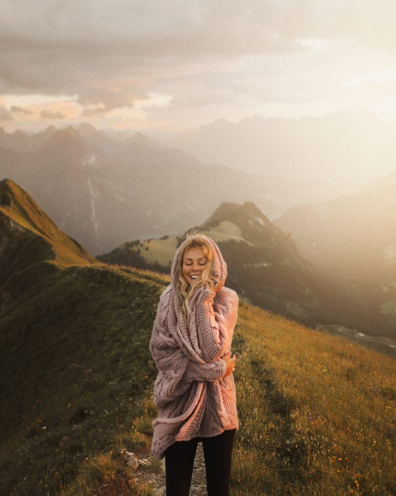 RobiAgnes_Pink2_Mountains_small