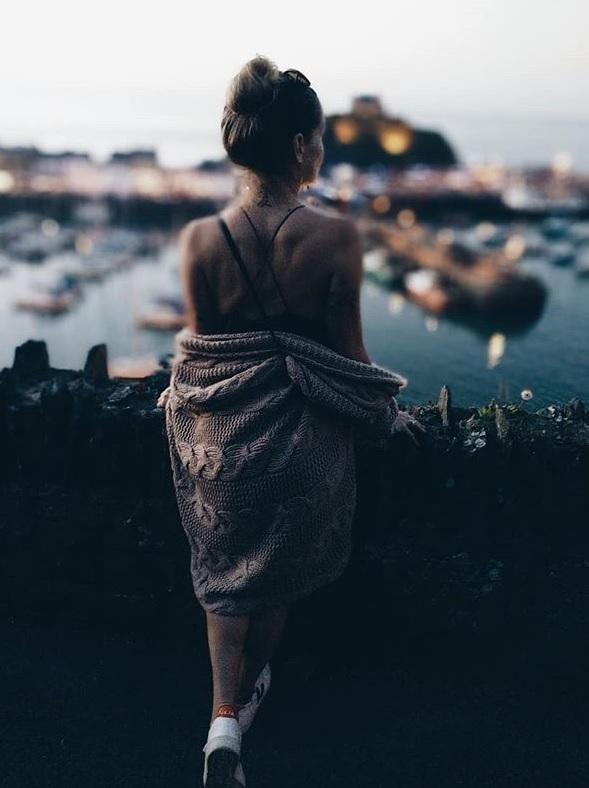 cardigan-Agnes-Robi-Agnes-travel-world